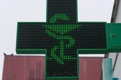 Στενός επάνω πυροβολισμός σημαδιών οδών φαρμακείων στοκ φωτογραφίες με δικαίωμα ελεύθερης χρήσης