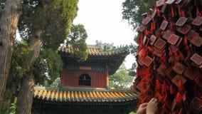 Στενός επάνω πύργων κουδουνιών Fu και beihai, Πεκίνο απόθεμα βίντεο
