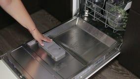 Στενός επάνω πλυντηρίων πιάτων απόθεμα βίντεο