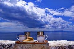 στενός καφές ελληνικά επάν στοκ εικόνες