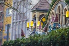 στενός κόκκινος χρόνος Χριστουγέννων ανασκόπησης επάνω διακόσμηση υπαίθρια Στοκ εικόνες με δικαίωμα ελεύθερης χρήσης