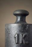στενός σίδηρος επάνω στο βάρος Στοκ Εικόνα