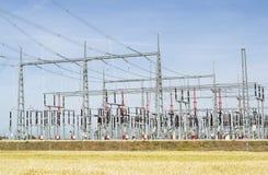 στενός σταθμός ηλεκτρικής δύναμης επάνω Στοκ Εικόνες