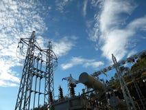 στενός σταθμός ηλεκτρικής δύναμης επάνω Στοκ Φωτογραφία