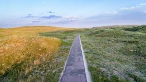 Στενό, ένας δρόμος παρόδων στη Νεμπράσκα Sandhills στοκ εικόνα