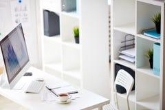 στενό γραφείο επάνω στον εργασιακό χώρο Στοκ Εικόνα