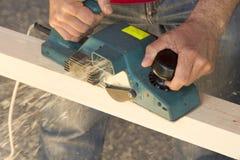 στενό εργαλείο αεροπλάνων s χεριών ξυλουργών επάνω Στοκ Εικόνες