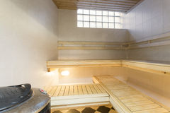 στενό εσωτερικό λευκό θερμομέτρων σαουνών επάνω Στοκ Φωτογραφία