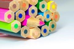 στενό λευκό μολυβιών χρώματος ανασκόπησης επάνω Στοκ εικόνες με δικαίωμα ελεύθερης χρήσης