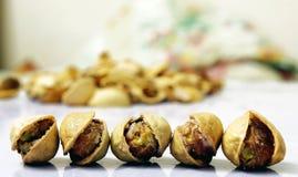 στενό λευκό φυστικιών καρυδιών ανασκόπησης επάνω Στοκ Εικόνες