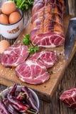 στενό λευκό χοιρινού κρέατος κρέατος ανασκόπησης επάνω Μπριζόλα χοιρινού κρέατος που καπνίζεται Παραδοσιακό καπνισμένο κρέας στο  Στοκ φωτογραφίες με δικαίωμα ελεύθερης χρήσης