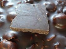 στενό λευκό μερών σοκολάτας ανασκόπησης επάνω Φυσική κινηματογράφηση σε πρώτο πλάνο γλυκών στοκ φωτογραφία με δικαίωμα ελεύθερης χρήσης