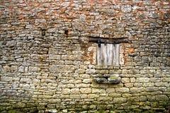 στενό παλαιό παράθυρο τοίχων πετρών 3 κίτρινο Στοκ Φωτογραφίες