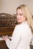 στενό πιάνο που παίζει επάν&om στοκ εικόνα