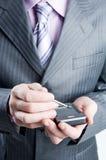 στενό σκούρο γκρι κοστούμι επιχειρηματιών επάνω Στοκ φωτογραφίες με δικαίωμα ελεύθερης χρήσης