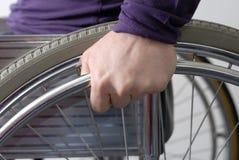 στενό χέρι επάνω στην αναπηρ&iota Στοκ φωτογραφία με δικαίωμα ελεύθερης χρήσης