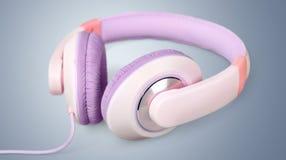 στερεοφωνικό λευκό μικροφώνων ακουστικών απομονωμένο κάσκα Στοκ Φωτογραφία
