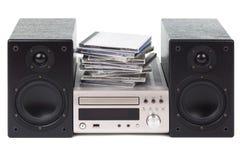 Στερεοφωνικό συγκρότημα με έναν σωρό των CD Στοκ Εικόνες