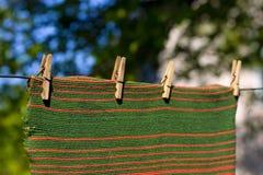 στερεωμένη ριγωτή πετσέτα Στοκ φωτογραφία με δικαίωμα ελεύθερης χρήσης