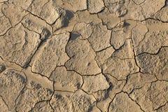 Στεριά, ραγισμένο έδαφος, χωρίς νερό Στοκ εικόνα με δικαίωμα ελεύθερης χρήσης