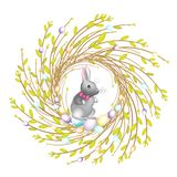 Στεφάνι από τους νέους κλάδους ιτιών Η σύνθεση είναι διακοσμημένη με τα όμορφα αυγά Πάσχας Μέσα είναι ένα κουνέλι Σύμβολο της άνο ελεύθερη απεικόνιση δικαιώματος