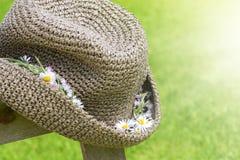 στεφάνι αχύρου καπέλων λ&omicron Στοκ εικόνα με δικαίωμα ελεύθερης χρήσης