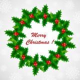Στεφάνι ελαιόπρινου Χριστουγέννων με τα κόκκινα μούρα σε ένα χιονώδες υπόβαθρο απεικόνιση αποθεμάτων