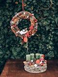 Στεφάνι εμφάνισης για τον προ χρόνο Χριστουγέννων Ντεκόρ Χριστουγέννων DIY στοκ εικόνα με δικαίωμα ελεύθερης χρήσης