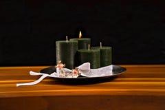 Στεφάνι εμφάνισης, τέσσερα κεριά, δύο πριγκήπισσες στοκ εικόνες