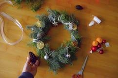 στεφάνι πεύκων Χριστουγέννων στοκ εικόνες