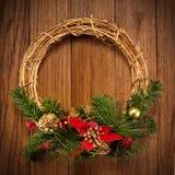 στεφάνι πορτών Χριστουγένν& Στοκ Φωτογραφίες