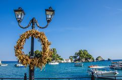 Στεφάνι στη λιμενική â€ «Πάργα - Ελλάδα †«ιόνια θάλασσα Στοκ φωτογραφία με δικαίωμα ελεύθερης χρήσης