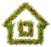 Στεφάνι Χριστουγέννων με μορφή του σπιτιού στο λευκό Στοκ φωτογραφίες με δικαίωμα ελεύθερης χρήσης
