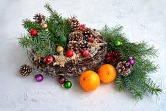Στεφάνι Χριστουγέννων με τη διακόσμηση διάστημα αντιγράφων Στοκ φωτογραφία με δικαίωμα ελεύθερης χρήσης