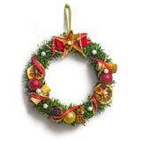 Στεφάνι Χριστουγέννων με τις διακοσμήσεις Στοκ φωτογραφία με δικαίωμα ελεύθερης χρήσης