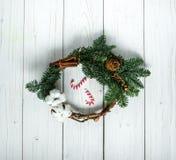 Στεφάνι Χριστουγέννων με τις καραμέλες Στοκ Εικόνες