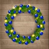 Στεφάνι Χριστουγέννων στην ξύλινη ανασκόπηση Ελεύθερη απεικόνιση δικαιώματος