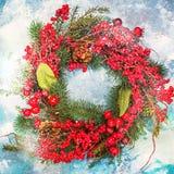 Στεφάνι Χριστουγέννων στην ξύλινη πόρτα Στοκ Εικόνα