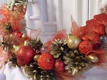 Στεφάνι Χριστουγέννων στην πόρτα χειροποίητου Στοκ φωτογραφίες με δικαίωμα ελεύθερης χρήσης
