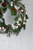 Στεφάνι Χριστουγέννων των ερυθρελατών με τους κώνους Στοκ φωτογραφίες με δικαίωμα ελεύθερης χρήσης