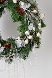 Στεφάνι Χριστουγέννων των ερυθρελατών με τους κώνους Στοκ εικόνες με δικαίωμα ελεύθερης χρήσης