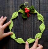 Στεφάνι Χριστουγέννων Diy, διακοπές Χριστουγέννων Στοκ εικόνες με δικαίωμα ελεύθερης χρήσης