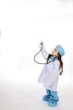 στηθοσκόπιο κοριτσιών Στοκ εικόνες με δικαίωμα ελεύθερης χρήσης