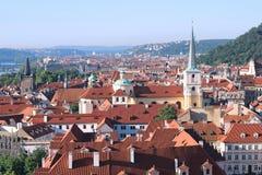 Στην άποψη στεγών της Πράγας από Στοκ φωτογραφίες με δικαίωμα ελεύθερης χρήσης