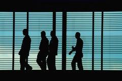 στην εργασία περπατήματο&sig Στοκ φωτογραφία με δικαίωμα ελεύθερης χρήσης