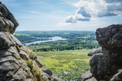 Στην κορυφή της σκαπάνης δέρματος σε Dartmoor Στοκ εικόνες με δικαίωμα ελεύθερης χρήσης