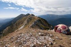 Στην κορυφογραμμή του πέτρινου βουνού του βασιλιά Στοκ Φωτογραφία