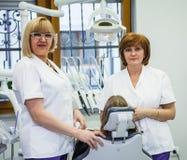 Στην κλινική οδοντιάτρων Στοκ εικόνες με δικαίωμα ελεύθερης χρήσης