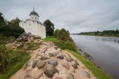 στην ξηρά φρούριο εκκλησιών παλαιό Στοκ φωτογραφία με δικαίωμα ελεύθερης χρήσης