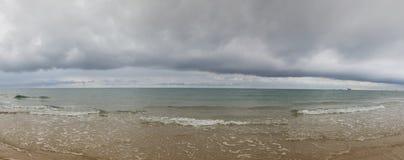 Στην παραλία σε Skagen μετά από τη δυνατή βροχή, Δανία στοκ εικόνες